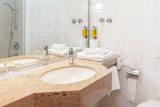 Hotel Dänischer Hof Altenholz by Tulip Inn- bathroom