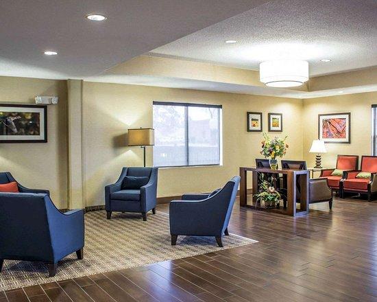 Clinton, Carolina del Norte: Lobby with sitting area