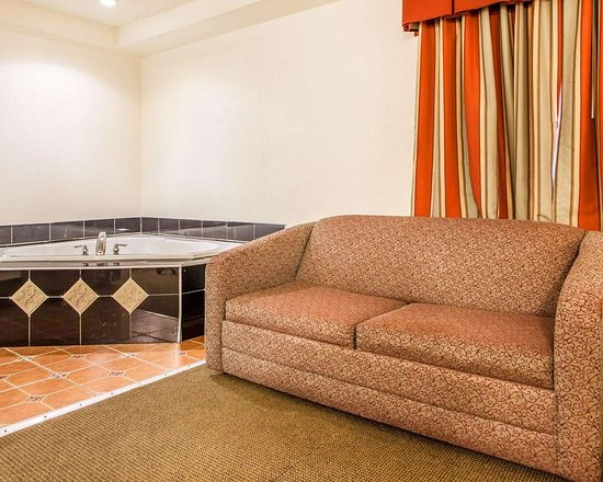 Point Pleasant, Нью-Джерси: Guest room with hot tub
