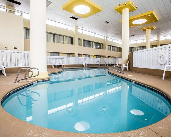 Quality inn and suites airpark east 63 7 5 updated - North east hotels with swimming pool ...
