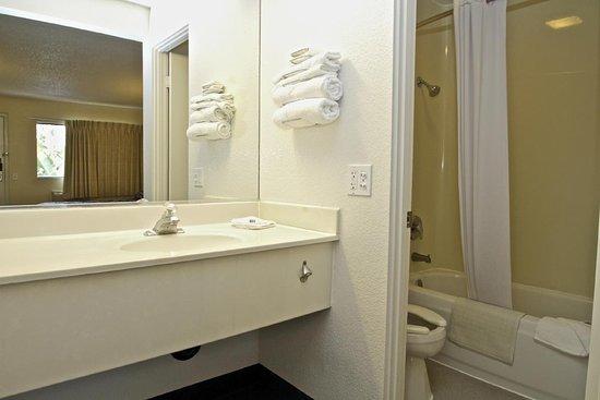 Rhome, TX: Standard Bath