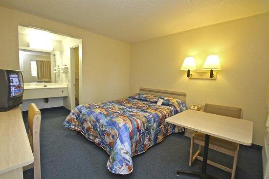 Rhome, TX: Guest Room