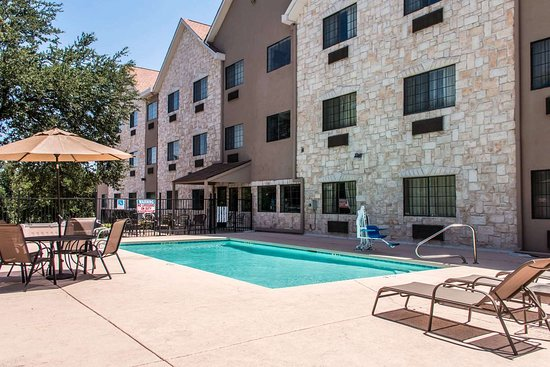Comfort Suites I-35 North: Relax on the sundeck