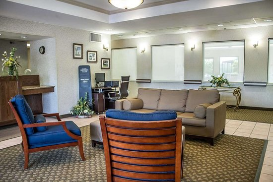 Comfort Inn: Lobby with sitting area