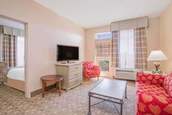 Hawthorn Suites by Wyndham Conyers: Guest room