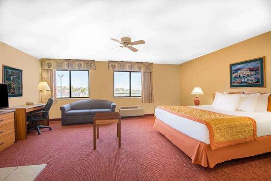 Hawthorn Suites by Wyndham Albuquerque: Suite