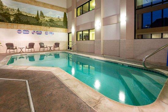 Hawthorn Suites by Wyndham Napa Valley: Pool