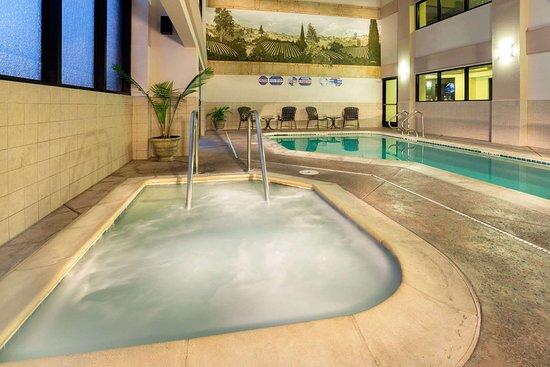 Hawthorn Suites by Wyndham Napa Valley: Hot Tub