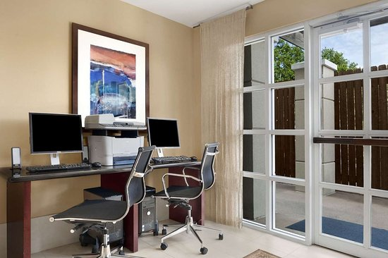 Hawthorn Suites by Wyndham College Station: Business Center