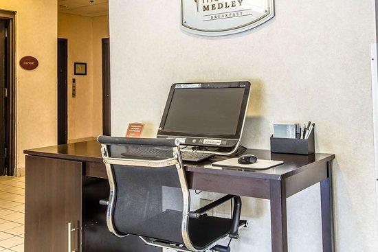 Sleep Inn Airport: Business center