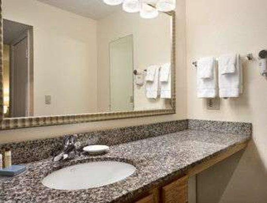 Copley, OH: Bathroom