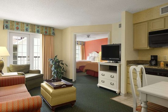 Hawthorn Suites by Wyndham Jacksonville: Living Room