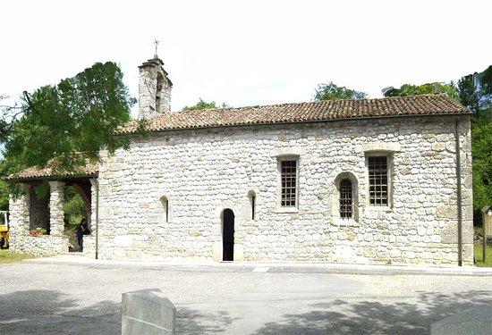Arta Terme, Italy: une façade avec agencement  typique des ouvertures
