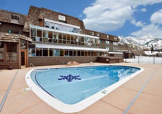 Alta, UT: Hotel Pool with Sky