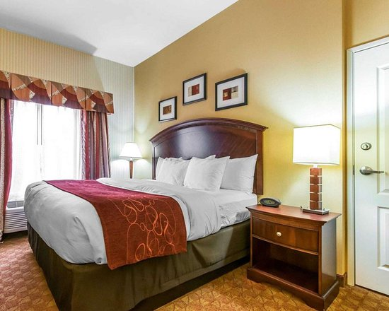 South Point, OH: Suite with king bed