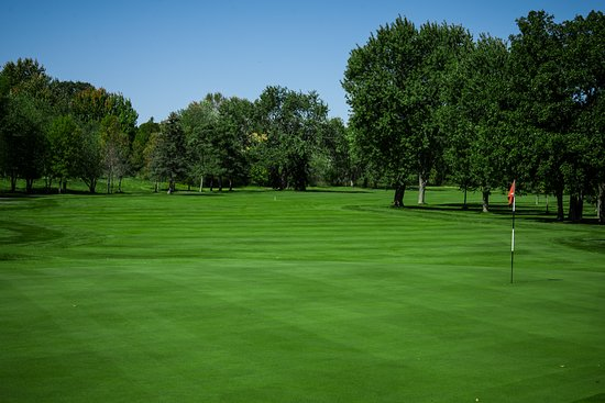 Tee off in the Bay of Quinte with a golf package