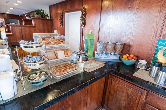 Quality Suites Albuquerque - Gibson Blvd: Assorted breakfast items