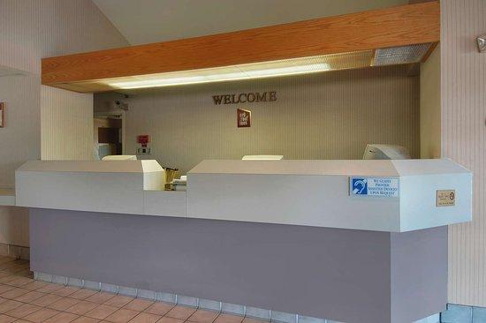 Red Roof Inn Austin - Round Rock: Lobby