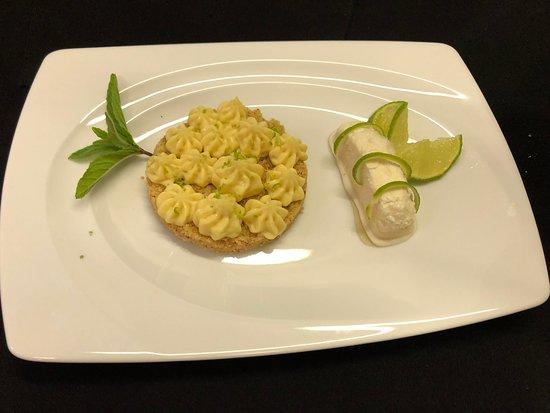 Becherel, France: Tartelette citron vert, sabéens coco et sorbet citron vert