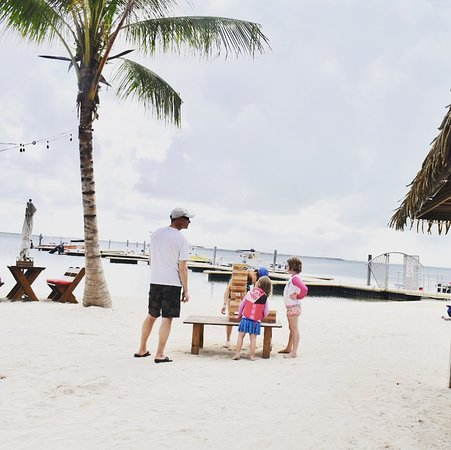 North Side, Grand Cayman: Beach games for all the family.