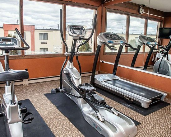 Seekonk, MA: Exercise room with cardio equipment