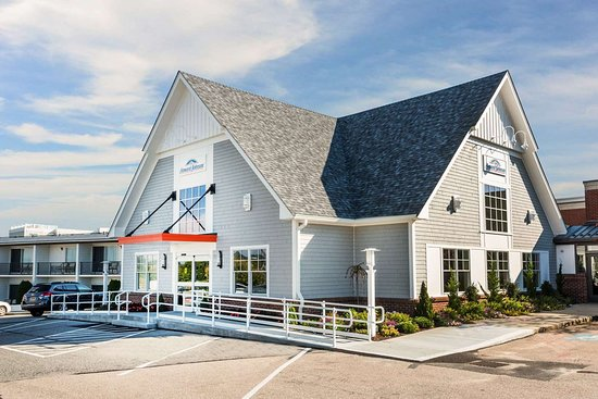 Howard Johnson by Wyndham Middletown Newport Area: Exterior