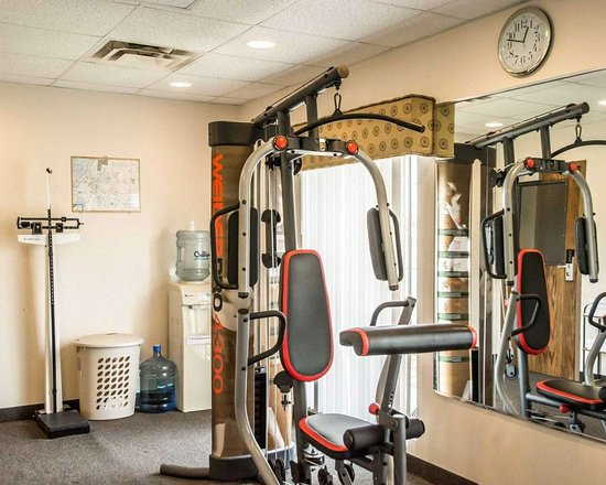 Springboro, OH: Exercise room with cardio equipment and weights