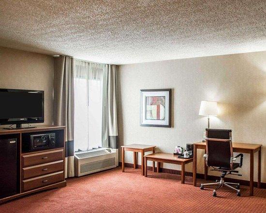 Springboro, OH: King suite