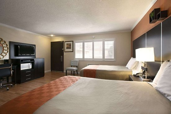 Howard Johnson by Wyndham San Mateo: Two Double Bed Room