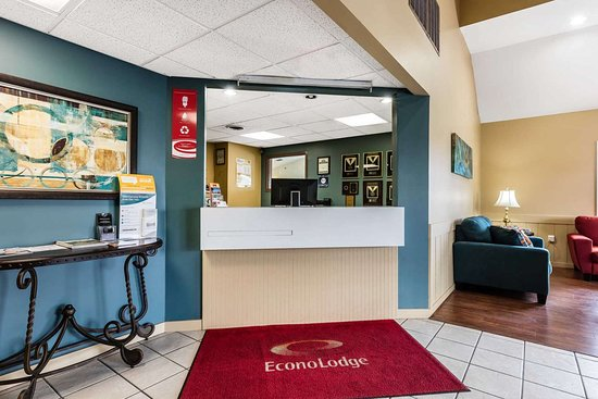 Econo Lodge Inn and Suites : Hotel lobby