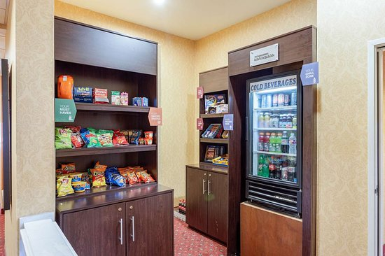Comfort Suites: Hotel marketplace