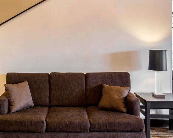 Sleep Inn: Lobby with sitting area