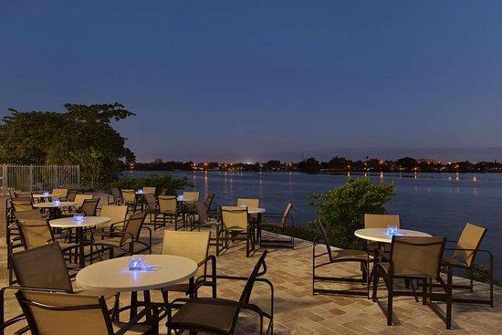 cambria hotel miami airport blue lagoon 110 2 0 8. Black Bedroom Furniture Sets. Home Design Ideas