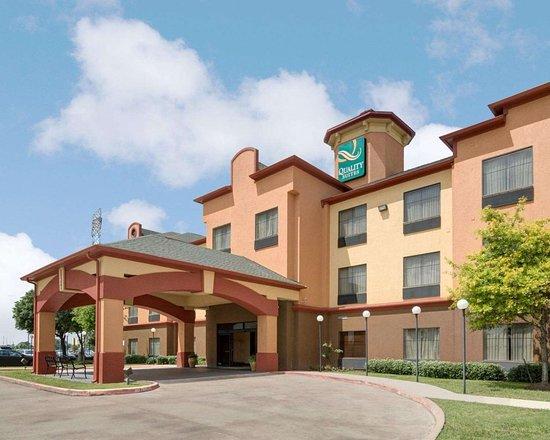 quality suites bush iah airport west 48 5 9. Black Bedroom Furniture Sets. Home Design Ideas