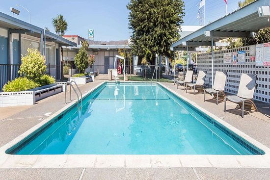 Travelodge by Wyndham San Francisco Airport North: Pool