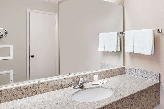 Ridgeway, VA: Guest room bath