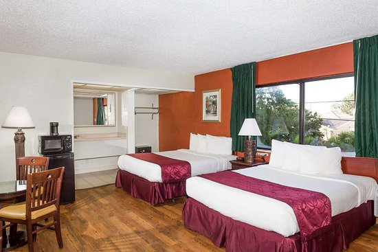 Travelodge By Wyndham Fort Lauderdale Beach Guest Room