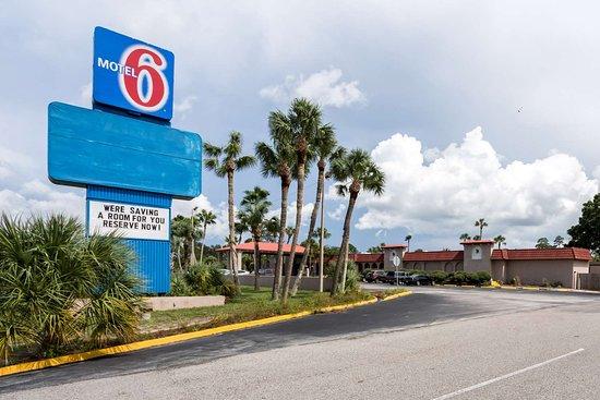 Motel 6 Spring Hill Weeki Wachee: exterior