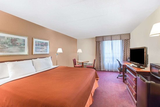 Bartonsville, PA: 1 King Bed Business Room
