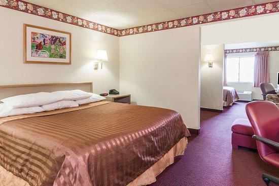 Platte City, MO: 1 Queen Bed Room