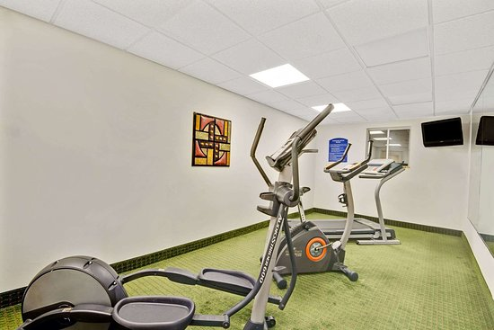 Howard Johnson by Wyndham Bethel: Fitness Room