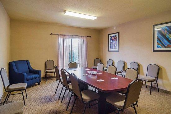 Quality Suites North IH 35: Meeting room