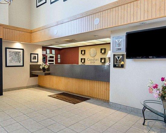 Comfort Inn: Hotel lobby