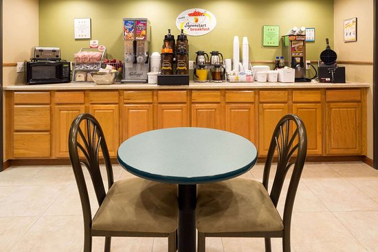 Mendota, IL: Breakfast Area