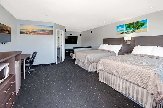 Howard Johnson by Wyndham Gananoque: Double Bed Guest Room