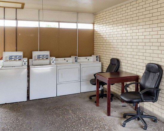 Three Rivers, TX: Guest laundry facilities