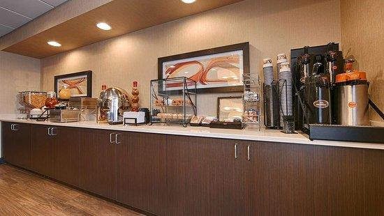 Best Western Plus Denver International Airport Inn & Suites: Breakfast Area