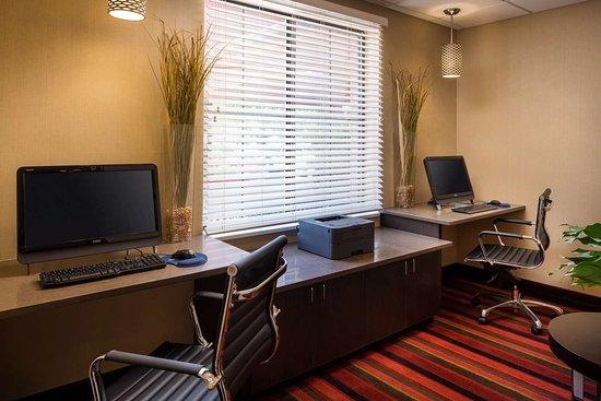 Best Western Plus Denver International Airport Inn & Suites: Business Center