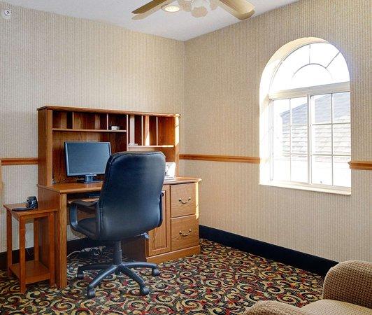 Best Western Oglesby Inn: Business Center