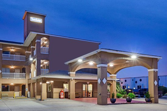 Travelodge by Wyndham Galveston Hotel